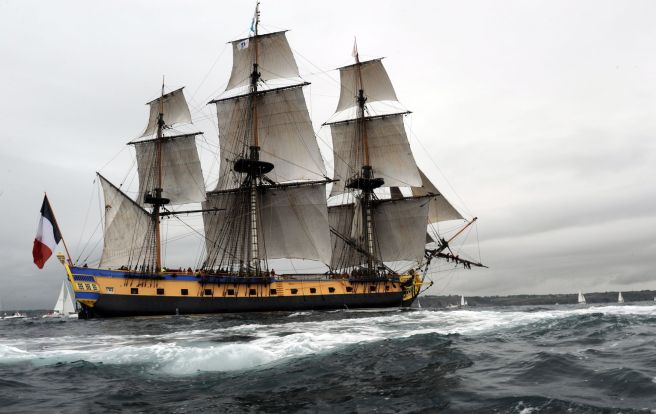 French ship Hermione arrives on August 10, 2015 in Brest, western of France. A replica of the French frigate that transported General Lafayette to America in 1780 to rally US rebels battling for independence was due back in France today after a four-month Atlantic voyage. The Hermione landed with its 80-strong crew at Brest in northwestern France, accompanied by a fleet of 25 traditional boats and a modern navy frigate. AFP PHOTO / FRED TANNEAU
